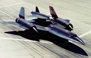 Le D-21, conçu par Lockheed, était un drone de reconnaissance impressionnant. Il pouvait s'élever à plus de 90?000 pieds et atteindre Mach 3,5. Les D-21 étaient des appareils à usage unique qui s'autodétruisait une fois leur mission accomplie, et après avoir éjecté la caméra contenant les précieux renseignements collectés. Ils furent en service seulement deux ans, de 1969 à 1971.