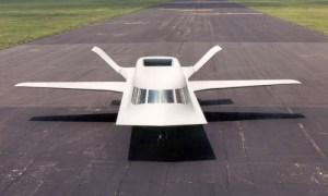 Le Tacit Blue est un appareil particulièrement original. Il a été conçu pour démontrer l'efficacité des technologies furtives de l'époque. Surnommé «?la Baleine?», il n'a jamais été mis en service par l'armée de l'air américaine. Lors de son retrait en 1985, il avait 250 heures de vol à son actif.Il aurait coûter une fotune aux contribuables américains,ce qui explique le secret tenu autour de cet appareil.