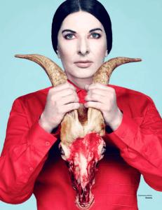 La très célèbre Marina Abramovic...chez le 1% au sommet de l'élite. Une émule d'Aleister Crowley,le mage du satanisme.