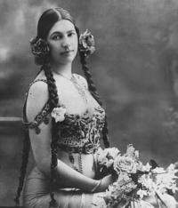 Mata Hari en 1904...photo prise après un spectacle.