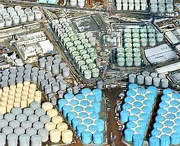 Il y avait plus de 1,100 réservoirs d'eau irradiée d'entreposés sur le site.
