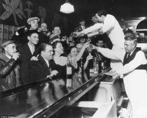 À l'annonce de la fin de la prohibition,en 1933,c'est la fête partout en Amérique!