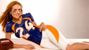 Une supportrice des Broncos de Denver  C'est le numéro 25 Champ Bailey qui doit être content !