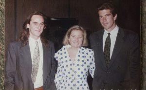 Courtney Kennedy (le cinquième enfant de Robert F. Kennedy) a épousé Paul Michael Hill en 1993. Hill est un Irlandais qui a été emprisonné à tort pendant 15 ans après avoir été reconnu coupable de plusieurs attentats à la bombe menées par l'IRA.