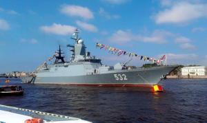 La  Corvette russe Boiky Un navire très léger  dans la nature, cette corvette ne pèse que 2.100 tonnes. Il dispose de deux tubes lance-torpilles qui peuvent neutraliser les sous-marins.