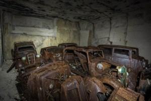 Par conséquent, il est facile d'imaginer que les habitants ont peut-être conduire leurs voitures vers le souterrain  dans la carrière pour les protéger d'être mis au rebut. Dans une telle situation, il est probable qu'ils auraient prévu de les récupérer après que la guerre aurait pris fin.