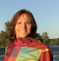 Michele à Chambly, au bord du fleuve, automne 2018 - Bondissez sur ma page Amazon!