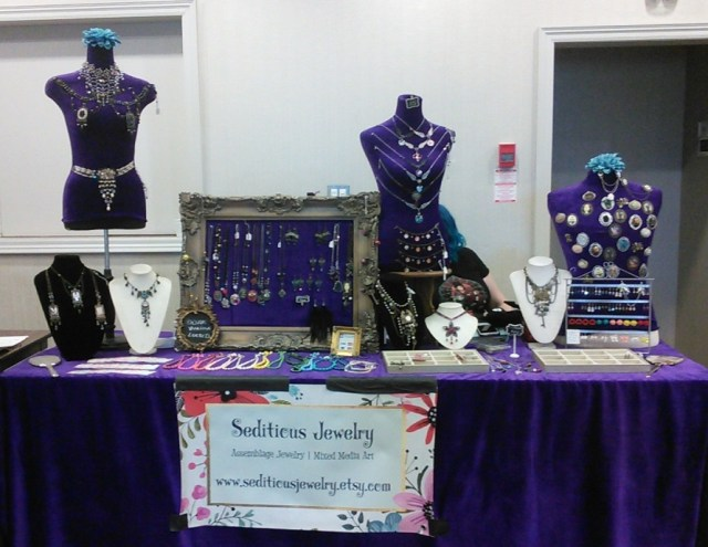 Table de bijoux artisanaux