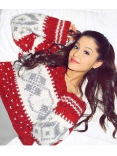 54ee956a2ceae_-_sev-celebs-in-xmas-sweaters-ariana-s2