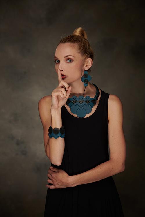 collier-boucles-oreilles-cuir-michèle-forest-design