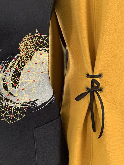 veste-laine-jaune-lacée-atelier-motif-broderie-michele-forest