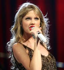 Taylor Swift : On Social Media and the Music Industry