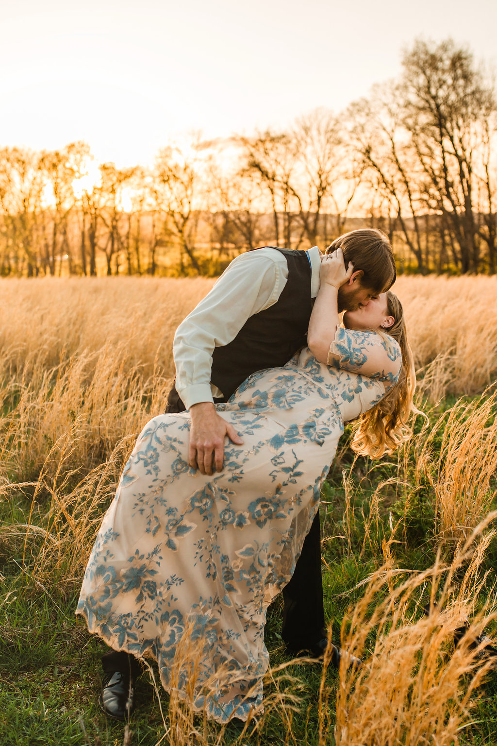 Franklin-Tennessee-Maternity-Styled-Floral-Dress-Field-Golden-Dramatic-Dip