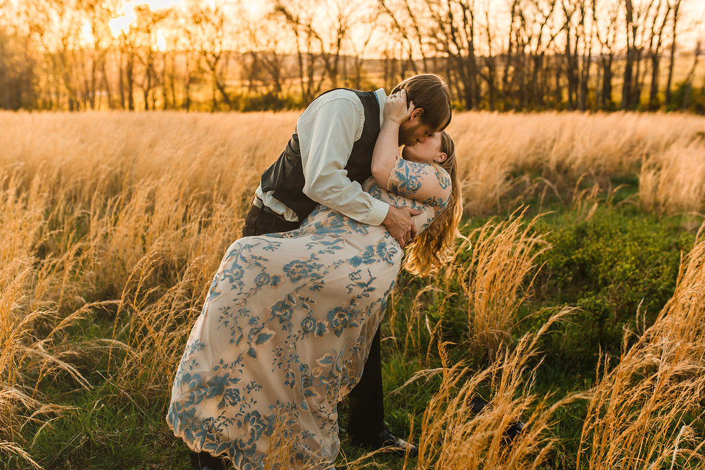 Franklin-Tennessee-Maternity-Styled-Floral-Dress-Field-Golden-Love-Kiss-Dip