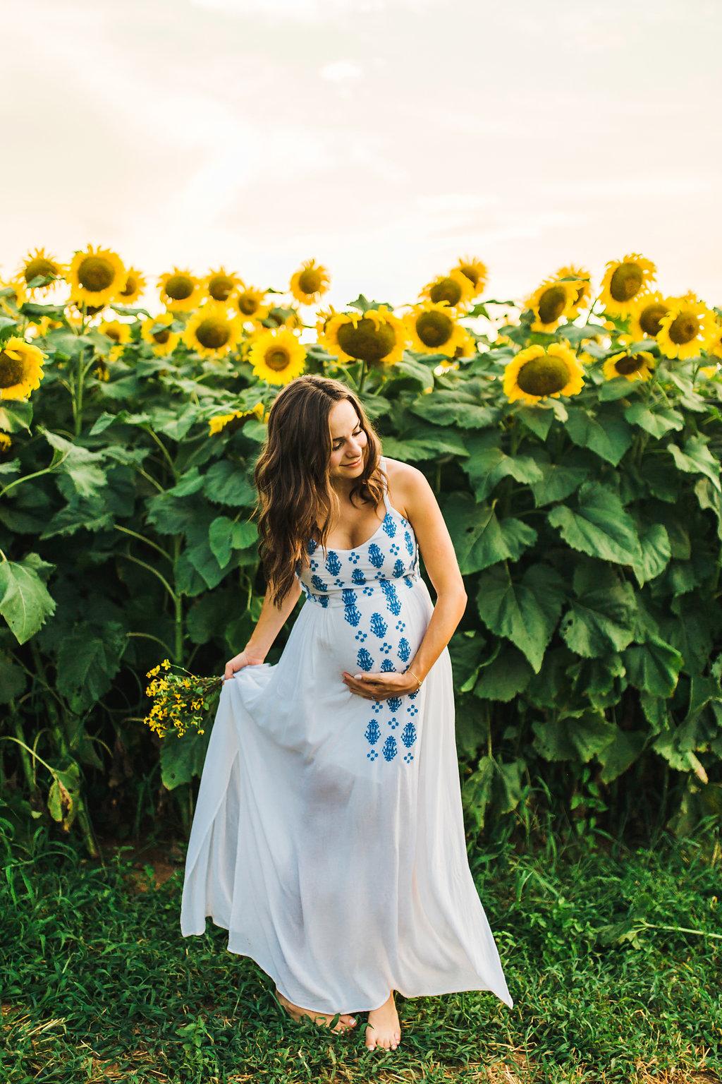 Sunflower-Maternity-Nashville-Tennessee-Field-Batey-Farms-5