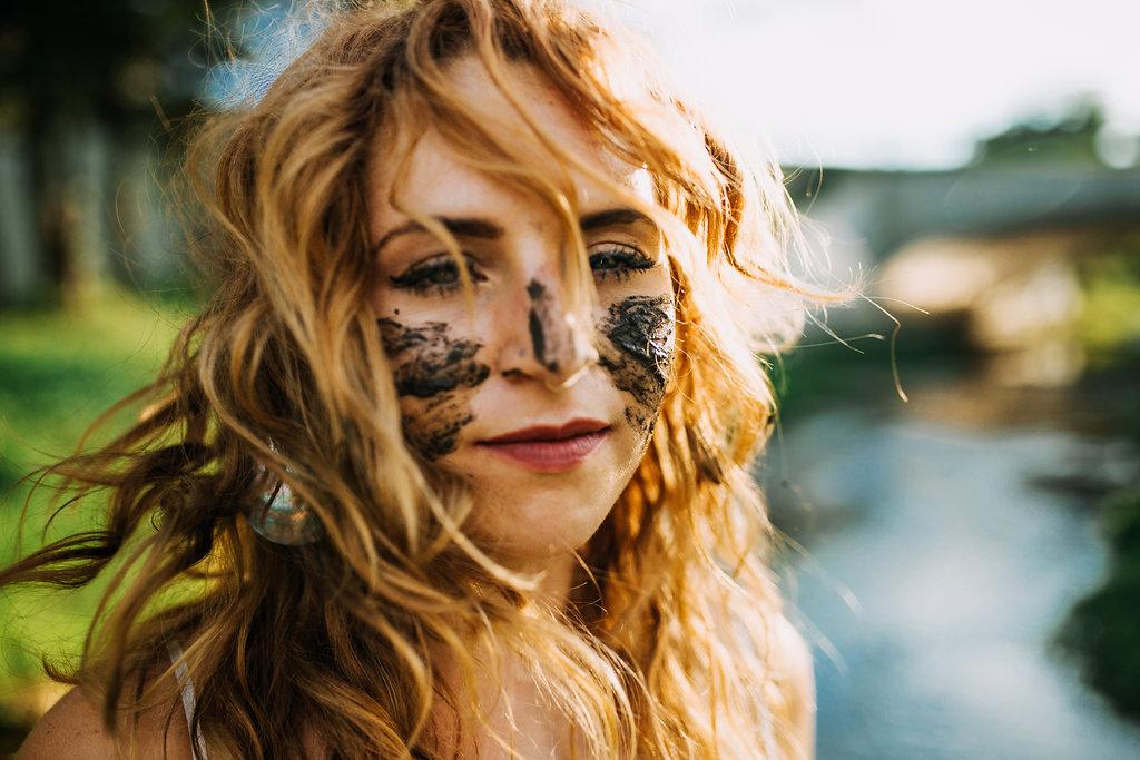 Camille-Joy-Music-Franklin-Tennessee-Photographer-Creek-Berry-Farms-Senior-Portraits-Water-23