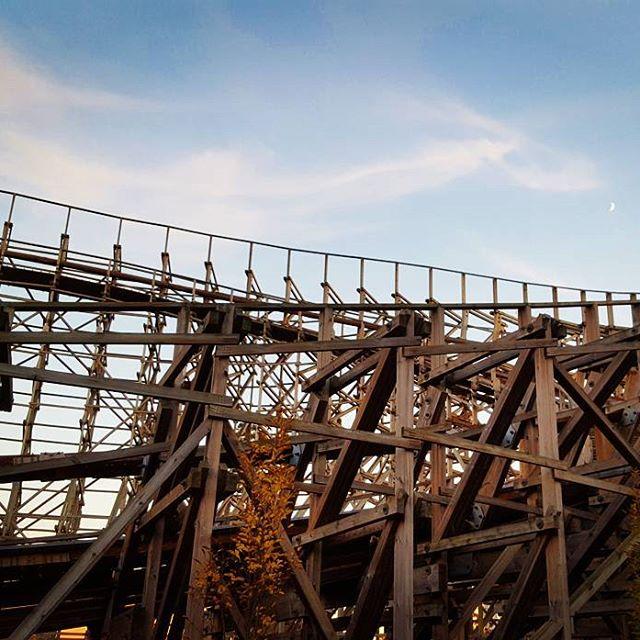Moon Over El Toro #latergram #rollercoaster #sixflags #sixflagsgreatadventure