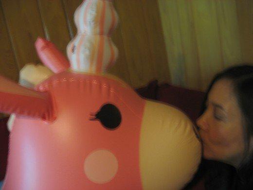 8959753_f520 inflatable kiss