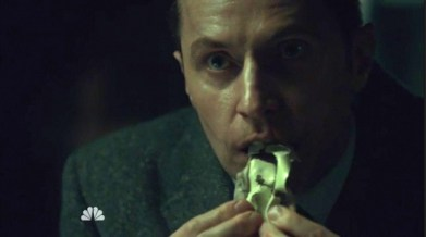 hannibal-3x10-woman-clothed-in-sun-5