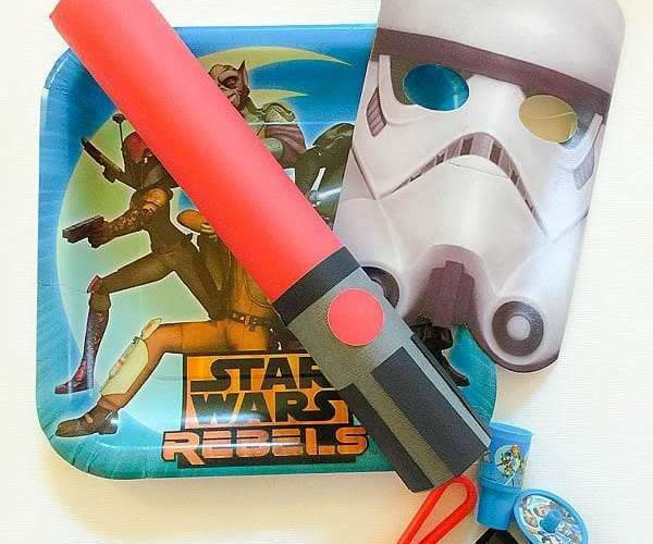 DIY Star Wars Rebels Lightsaber Party Favors | Star Wars Party Ideas