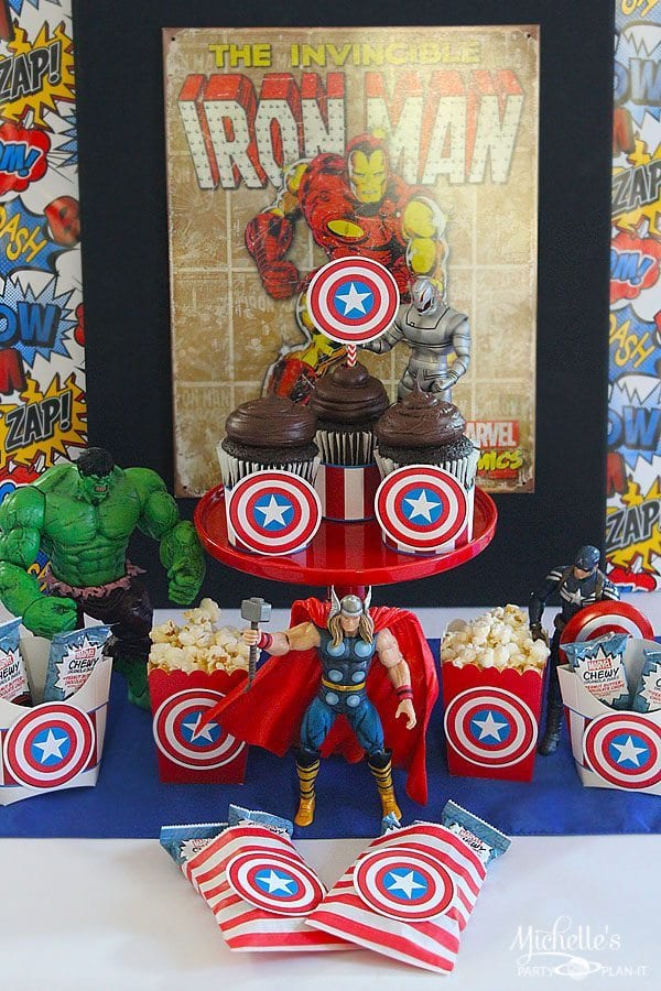 Avengers Snack Bar with Chewy Granola Bars