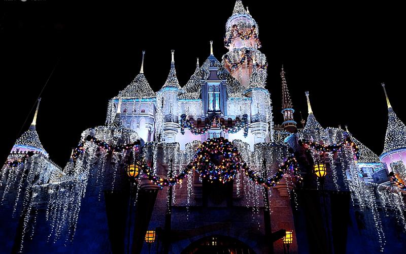 Christmas at Disneyland 2017 – Top Reasons to Visit