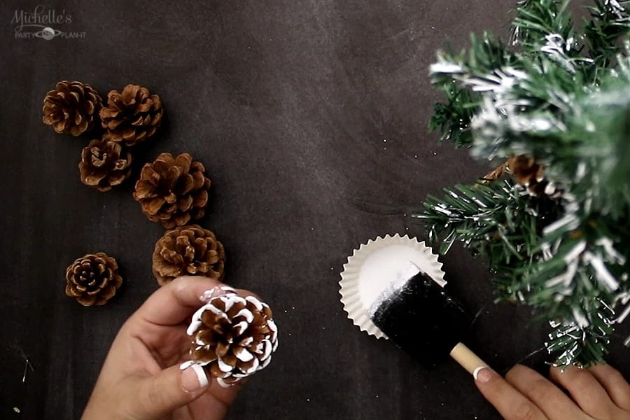 DIY FARMHOUSE TREE pinecones