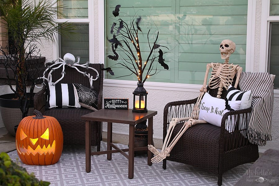 Easy Halloween Porch Decor Ideas - Skeleton