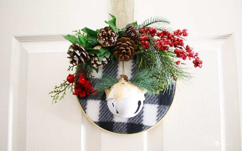 How to Make an Embroidery Hoop Christmas Wreath | Dollar Tree DIY