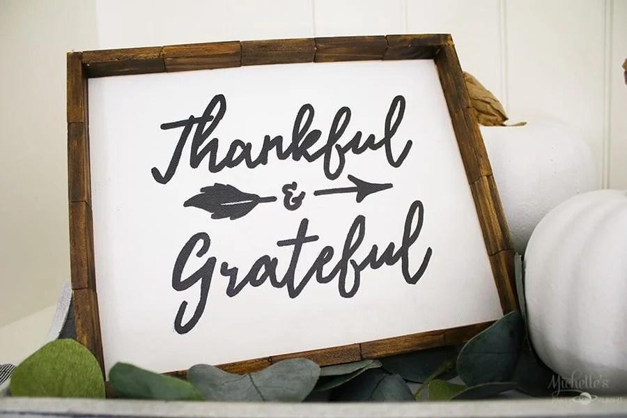 DIY farmhouse Thankful and Grateful sign
