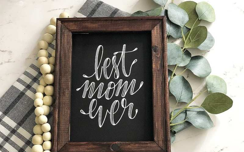 DIY Best Mom Ever Reverse Canvas with Cricut