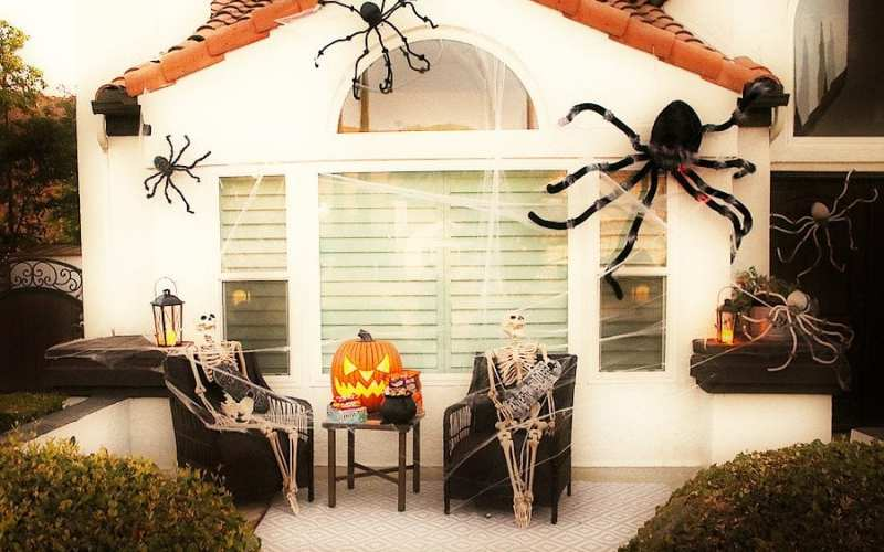 Easy spider porch decorating ideas 1