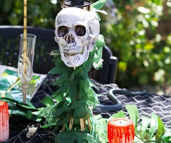 DIY Skull Tiki Torch – Skull Island Halloween Party Decor
