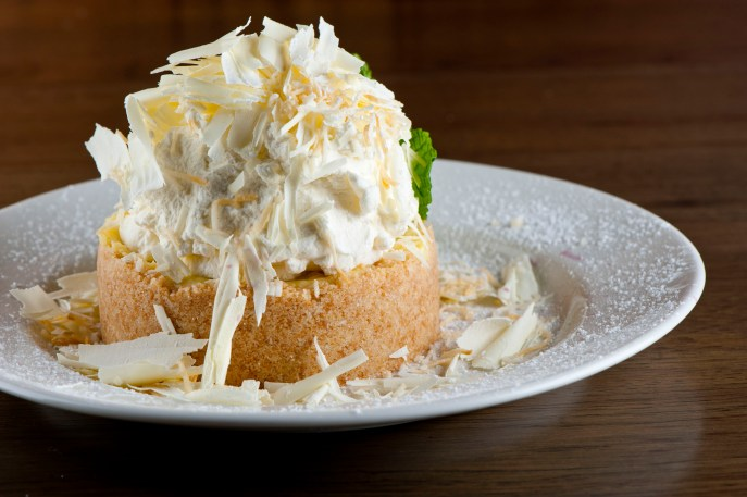 del-friscos-grille_coconut-cream-pie