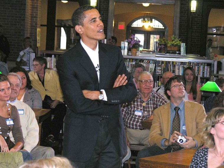 Barack_Obama_in_Onawa