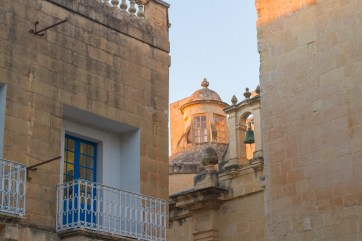 "directions that would never work in malta- ""it's on that street with the picturesque church"""