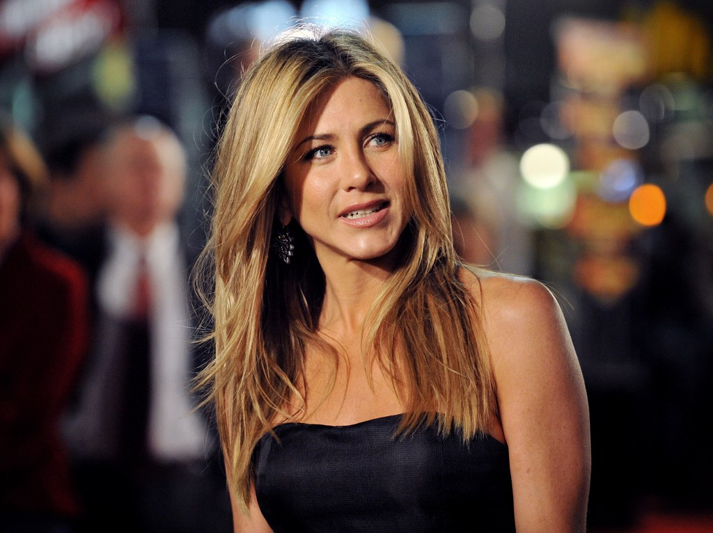 """WESTWOOD, CA - DECEMBER 11:  Actress Jennifer Aniston arrives at the Los Angeles Premiere """"Marley & Me"""" at the Mann Villager Theater on December 11, 2008 in Westwood, California.  (Photo by Jon Kopaloff/FilmMagic)"""