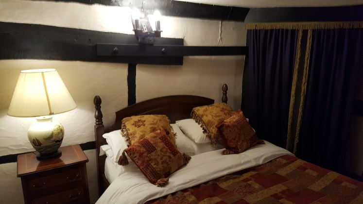 the new inn bedroom