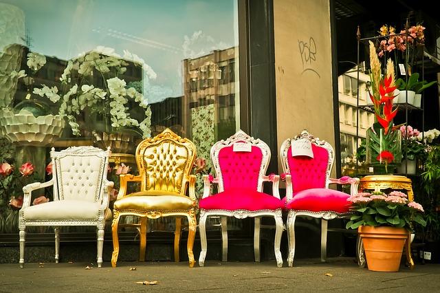 Milford Sidewalks Attract Summer Shoppers July 7-8th