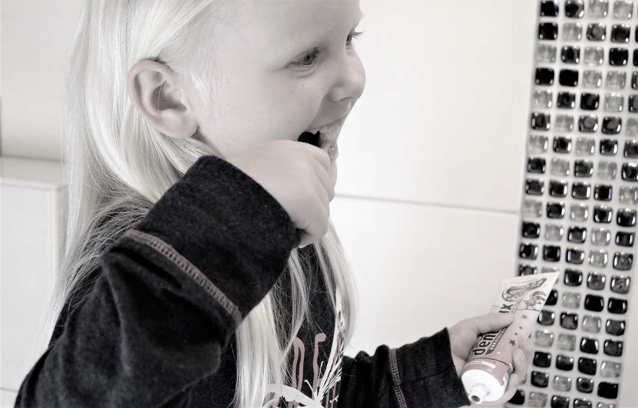 The Best Ways to Assure Your Child's Healthy Smile {Guest Post}
