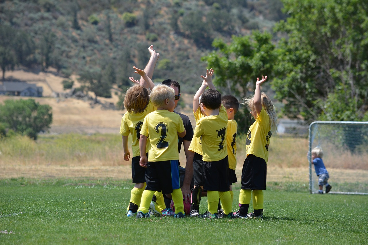 Tips to Find the Right Extracurricular for Your Child {Guest Post}