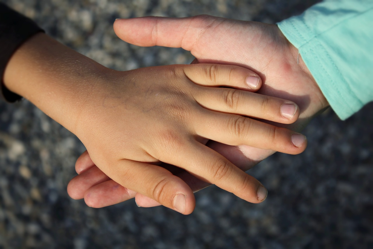 Celebrate National Random Acts of Kindness Day With 6 Things Kids Can Do to Promote Kindness