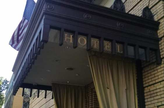 Hotel Deluxe Entrance