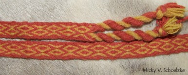 Ceinture en laine filée main très brute teinture gaude et garance