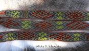 Un motif norvégien du VIème siècle (Snartemo V), en laine merinos teintée indigo, garance, gaude et ronces+fer, 48 tablettes, sans doute plus de 20h de tissage (170cm)