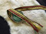 """Ceinture motifs """"cornes"""" en laine teintée végétal."""