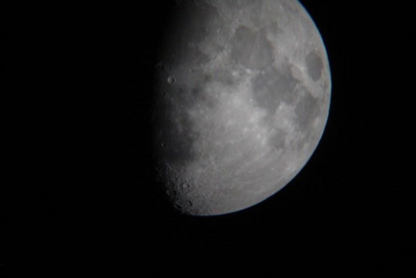 first quarter / half moon