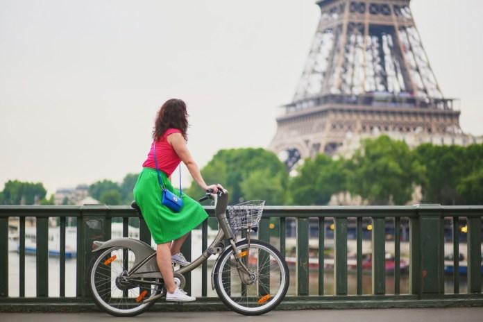 Bicycling in Paris