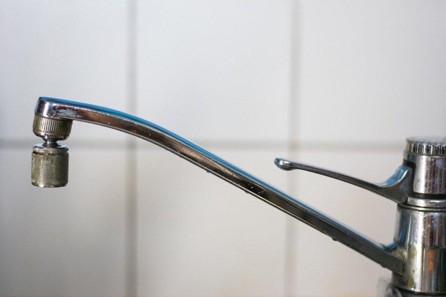 germeni robinetul de bucatarie