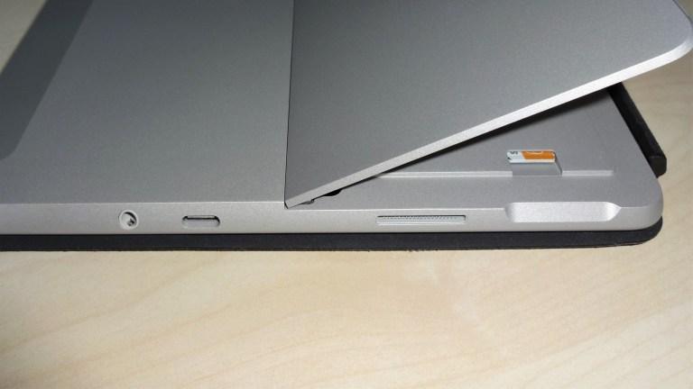 microSD-Karte im Speicherkartenleser des Surface Go